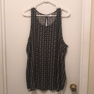 Old Navy black and white pattern tank